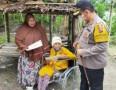 Hari Ibu, Bu Hj Yayang Dapat Hadiah Kursi Roda Dari Kapolres Batubara