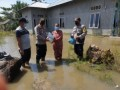 Polsek Limapuluh Dan Muspika Medang Deras Bantu Warga Terdampak Banjir