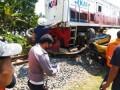 Kereta Api 'Seruduk' Truk Colt Diesel di Tebingtinggi