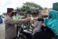 Kapolres Batubara Kunjungi Chek Point Pos Dan Bagikan Masker