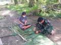 Sambangi Pengrajin Atap Nipah, Satgas TMMD 111 Kodim 0204/DS Mohon Pamit