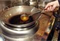 Bisa Irit Uang Belanja, Minyak Goreng Bekas Bisa Jernih Kembali Pakai Cara Ini, Para Chef Sudah Buktikan!